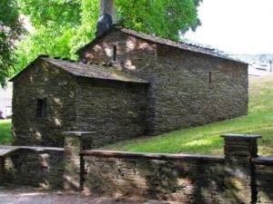 monasterio-de-samos-capilla-cipres
