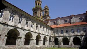 claustro-monasterio-de-sobrado-dos-monxes