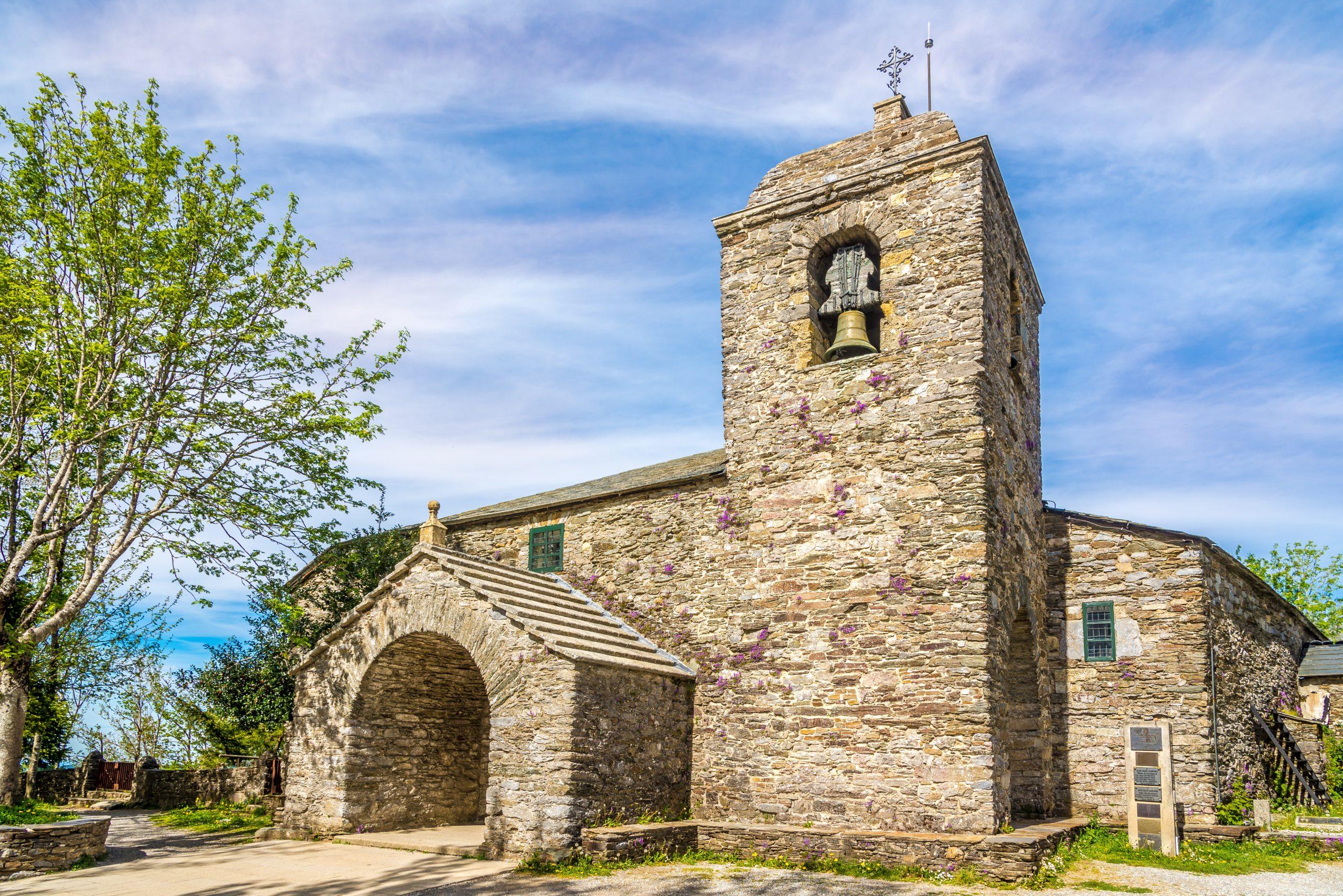iglesia santa maria la real o cebreiro